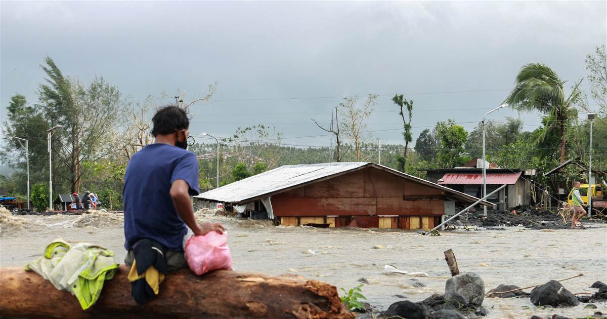 Super typhoon Goni slams into Philippines, at least 7 dead