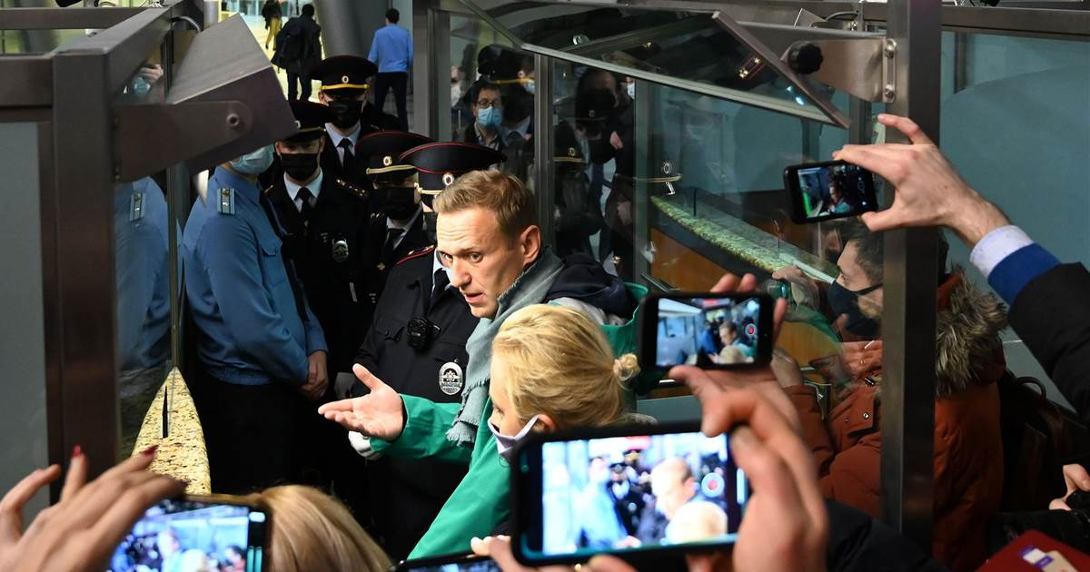 Poisoned opposition leader Navalny detained for 30 days after return to Russia