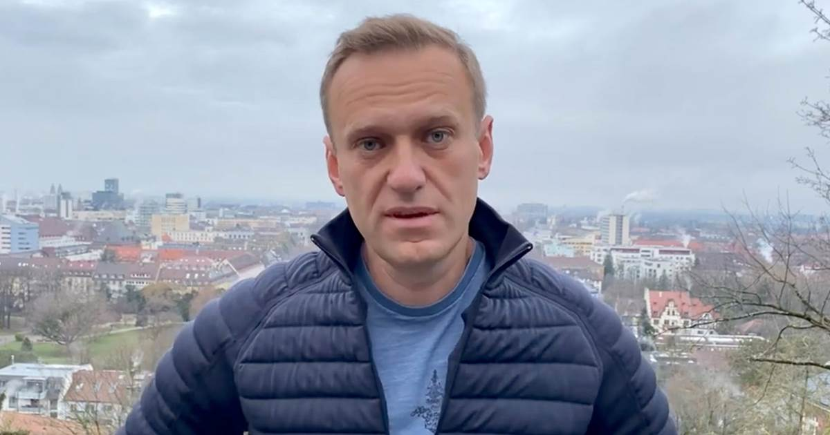 Russian opposition leader Navalny plans defiant Moscow return