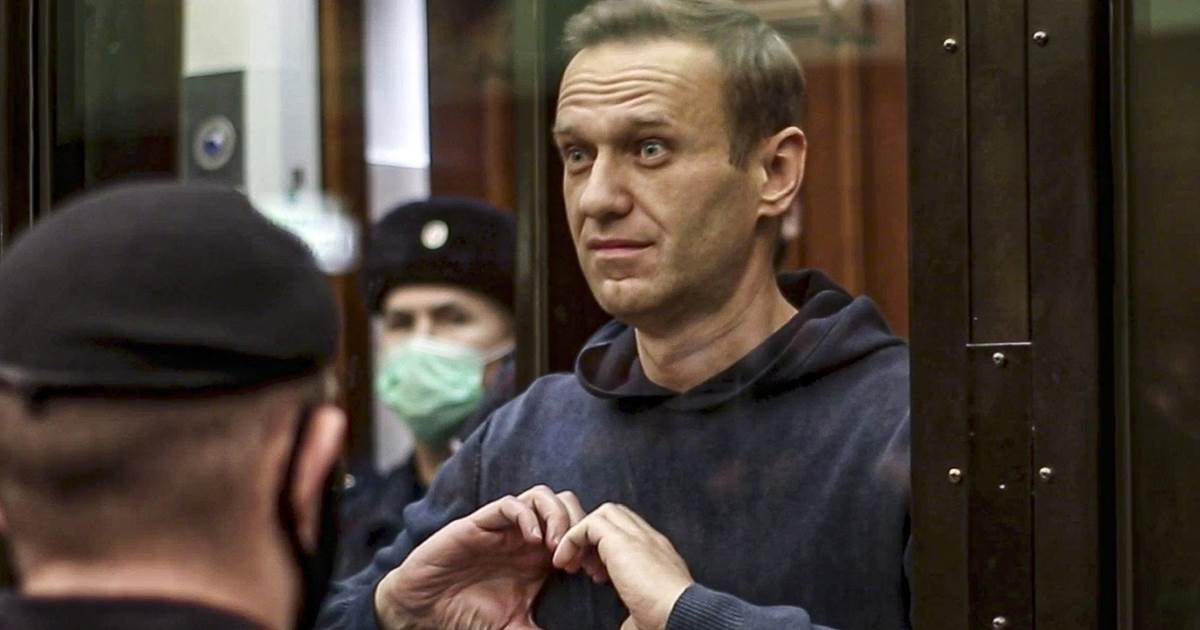 Russian opposition leader Navalny back in court as Biden ups pressure on Moscow